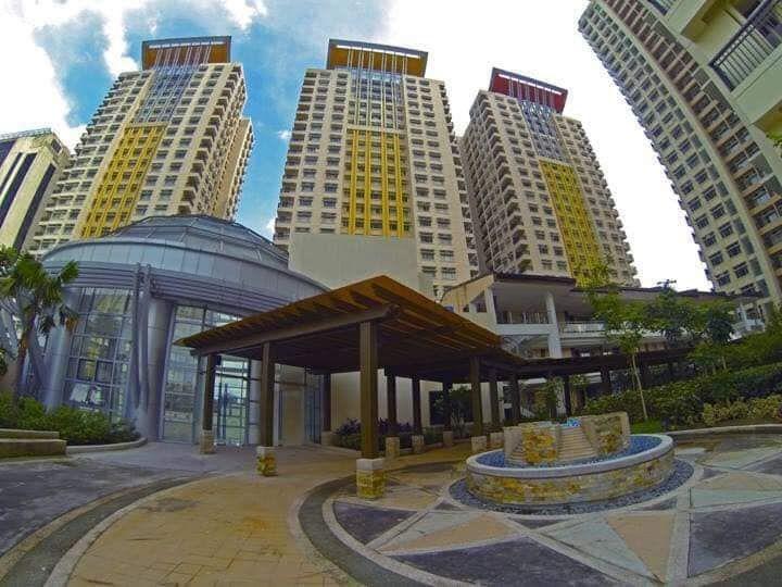 Condominium Manhattan Garden City in Quezon City