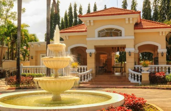 Townhouse Triplex Townhouse at Prominence II in Brentville International Mamplasan, Biñan in Biñan