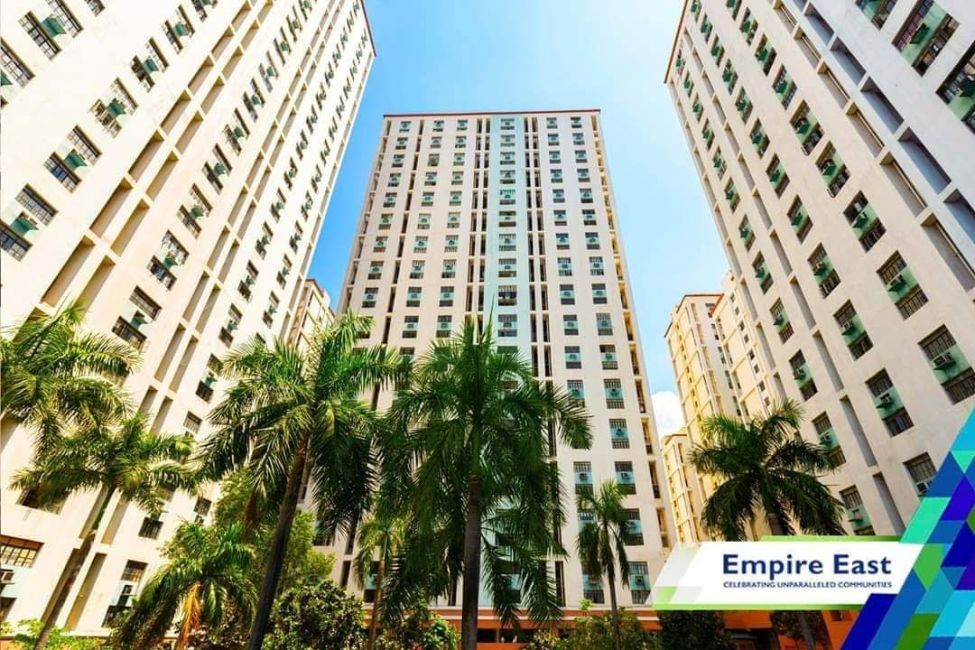 Condominium California Garden Square in Mandaluyong